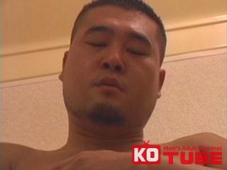 【エロ動画】TYSON 短髪ガチムチが風呂場でオナニー!!のエロ画像1枚目