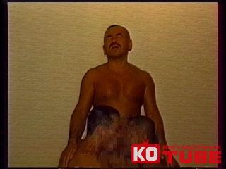 【エロ動画】テキーラ 『筋肉三男締め 〜巨根争奪戦〜』のエロ画像1枚目